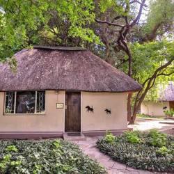 1389 Island Safari Lodge Maun Botswana Chalets Thm