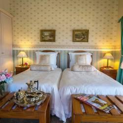 351 Room Fleurdelis  Thm
